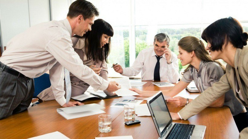 who gains from employee development Benefits of employee recognition in the workplace: reduced risk & raised revenues retaining engaged and talented employees is an important component in curbing risk peter hart | feb 01, 2011.