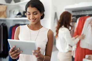 5 Examples How To Use Mobile Learning In Retail To Maximize Your Training Impact