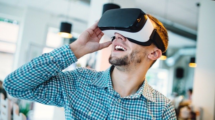 8 Innovative Ways To Use AR/VR Technologies In Online Training