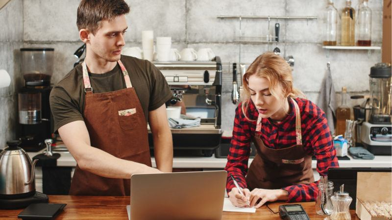 Restaurant Employee Training: Why Restaurant Employees Prefer eLearning When It's Done Right 1